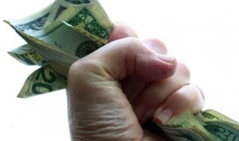 Detrás del telón ideológico, cuentan dinero