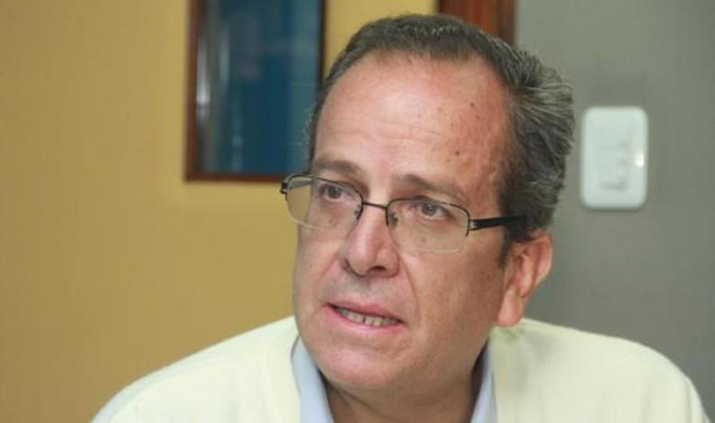 Alberto Acosta: Los gobiernos quedaron chicos ante el Vivir Bien