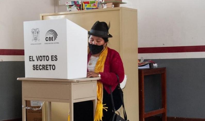 """Las elecciones ecuatorianas y el blindaje del """"establishment"""""""